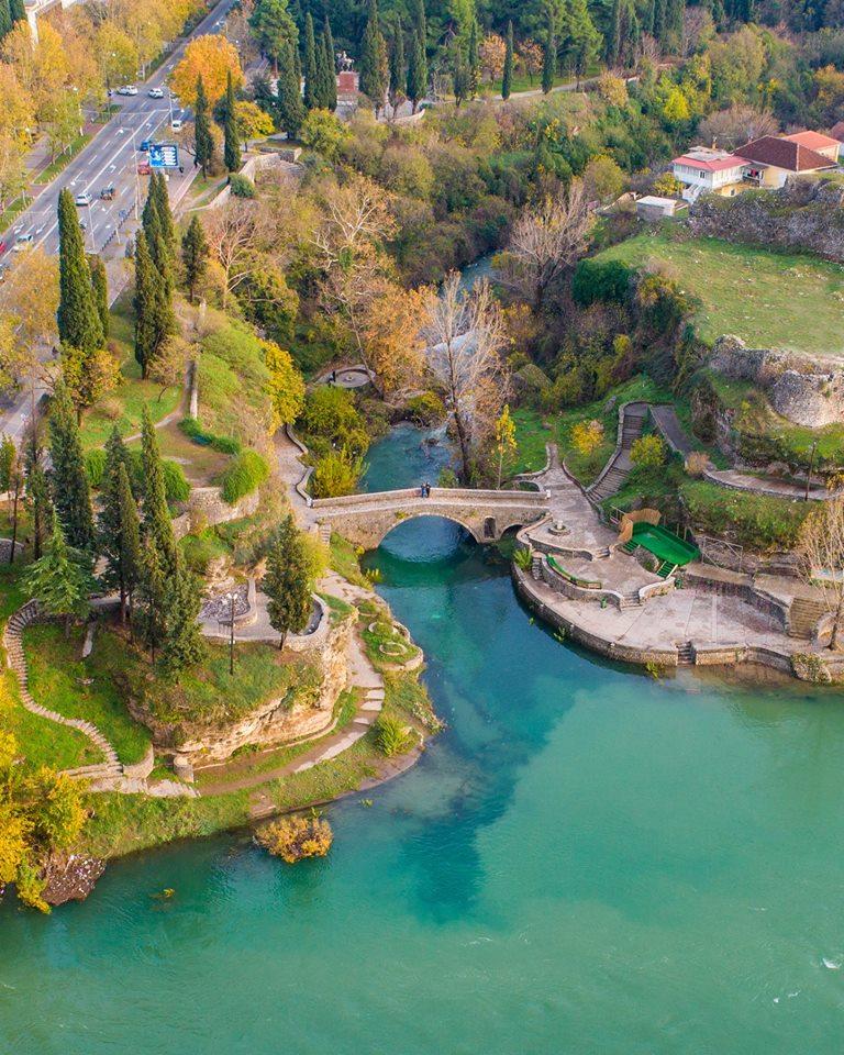 Ko je gradio Sahat kulu, od čega je pravljen Vezirov most…?