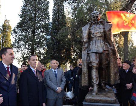 Svečano otkriven spomenik: Tito se vratio u svoj grad!