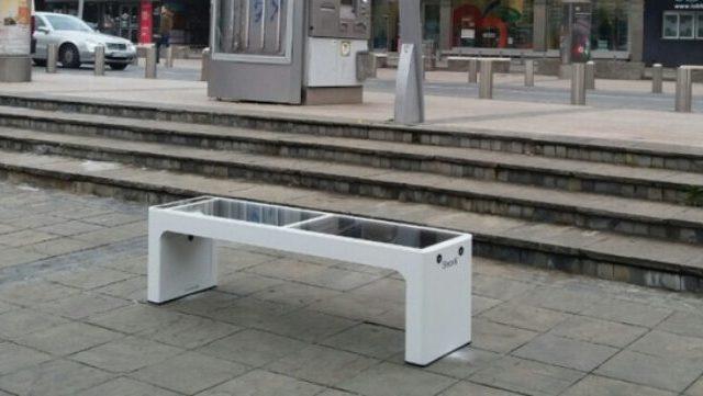 U Podgorici instalirano šest pametnih klupa sa Wi-fi pristupom