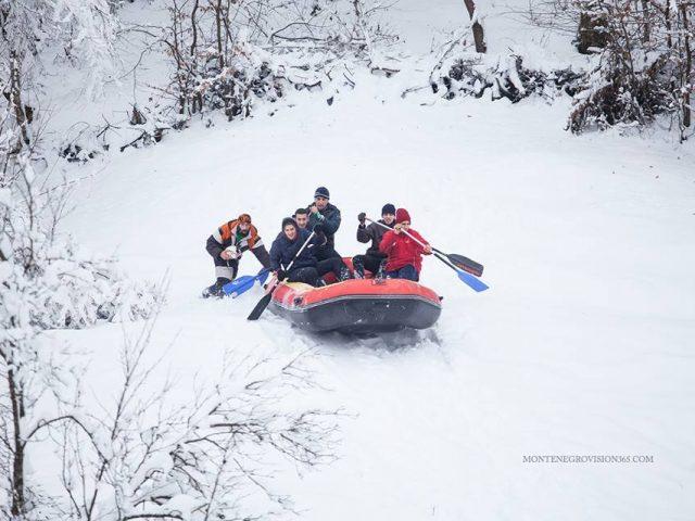 Nesvakidašnja ponuda u Mojkovcu: Probajte rafting na snijegu!