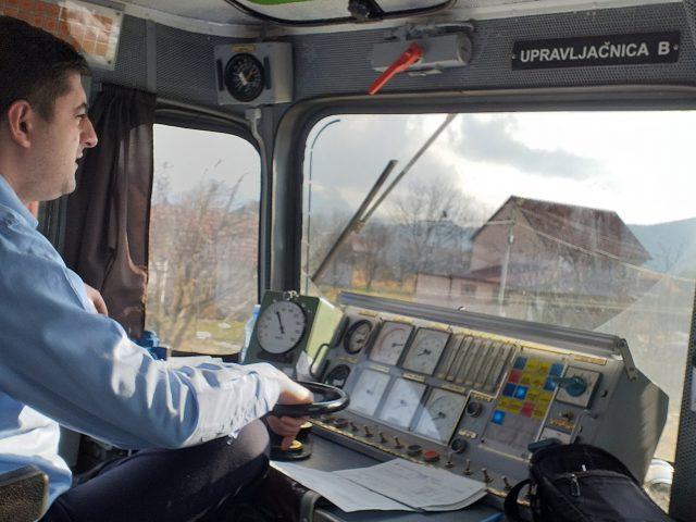 Upoznajte Miloša-neobičnog mašinovođu na pruzi Beograd-Bar