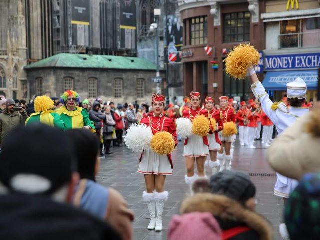 Krenuo karavan: Duh Novog i mimoze ulicama Beča