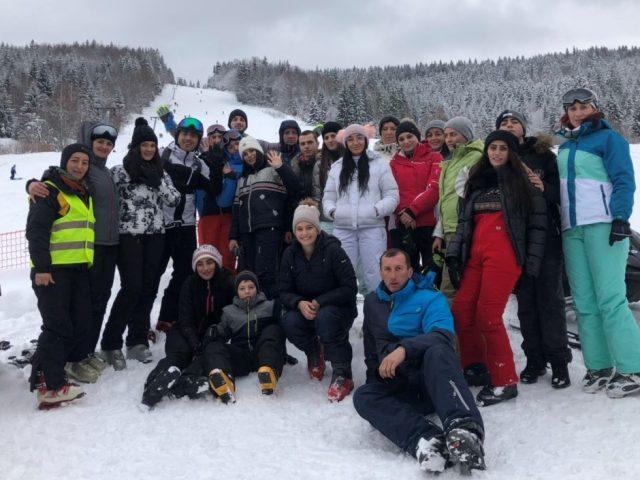 Škola skijanja na Hajli: Evo kako je prošao prvi dan