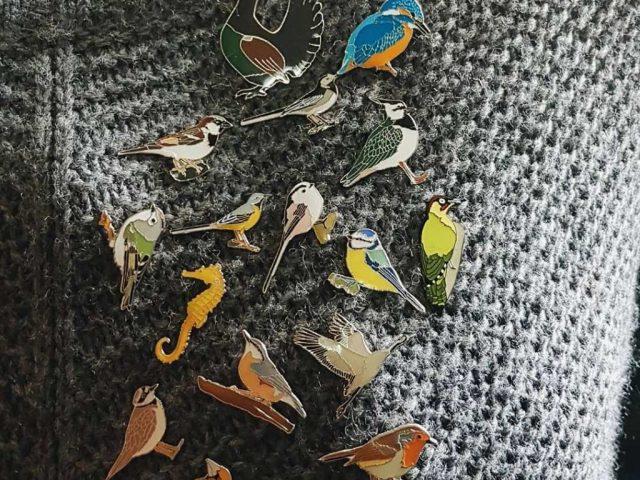 Bedževi CZIP-modni detalj koji mamama pelikankama gradi dom