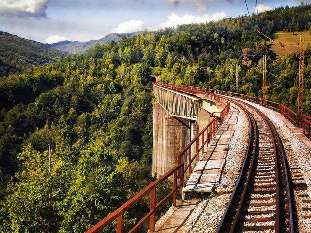 Uvesti turistički voz od Bara do Kolašina