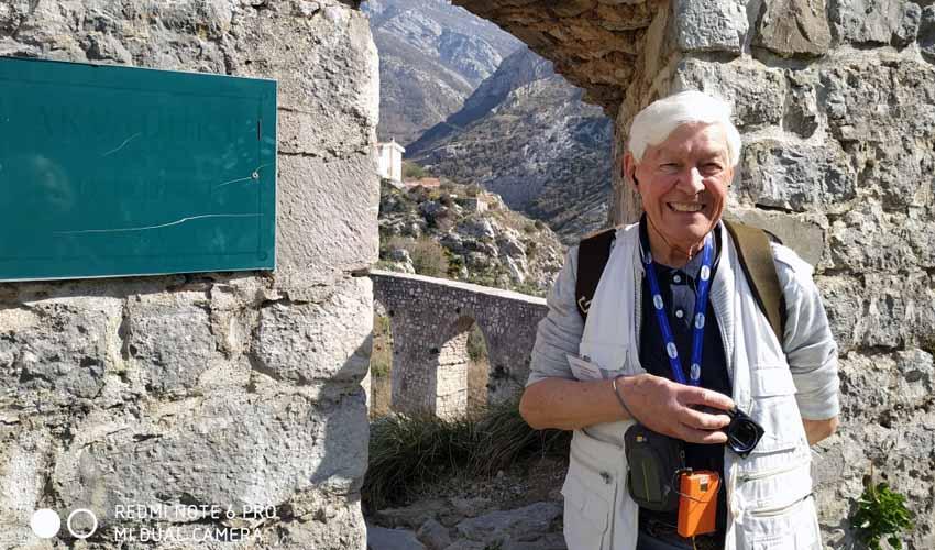Na starobarskim zidinama: Susret sa gospodinom Džonom, turističkim vodičem u devetoj deceniji