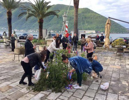 Stari mediteranski običaj se čuva u Perastu: Za 1.maj okitili Mađ