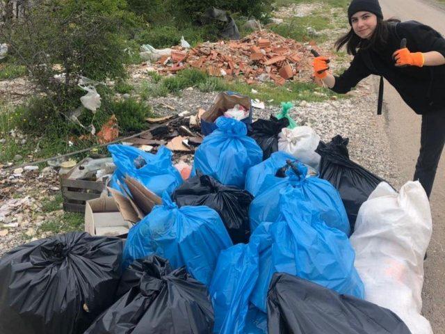 Srednjoškolci organizovali akciju čišćenja u Danilovgradu i pozvali na akciju!