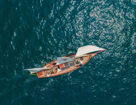 Prvi solarni jedrenjak zaplovio Bokom