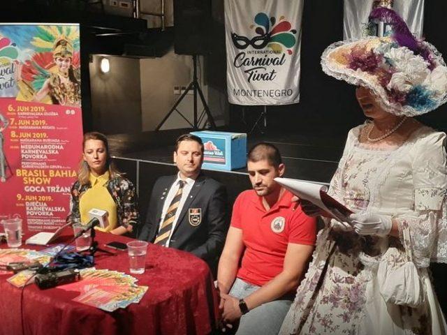 Brazilske karnevalistkinje i igračice sambe dolaze na karneval u Tivtu
