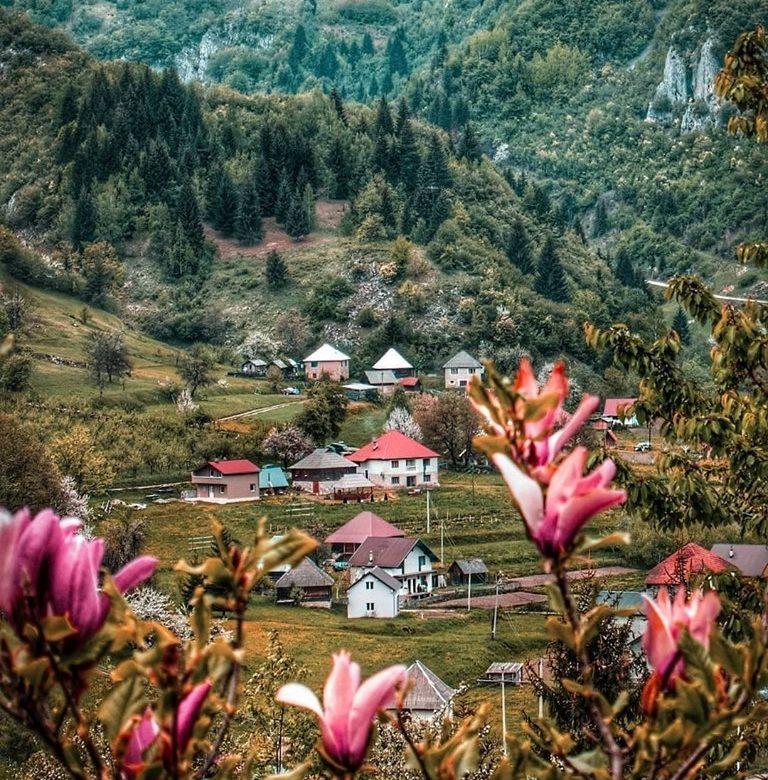 Prođirajte najljepšim selima Crne Gore