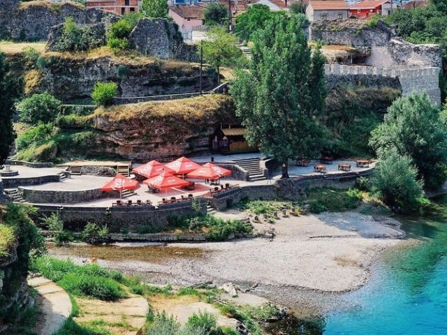 "Ajmo na Moraču: Vožnja kajaka, šah, pikado, bend ""Crveno i crno""!"