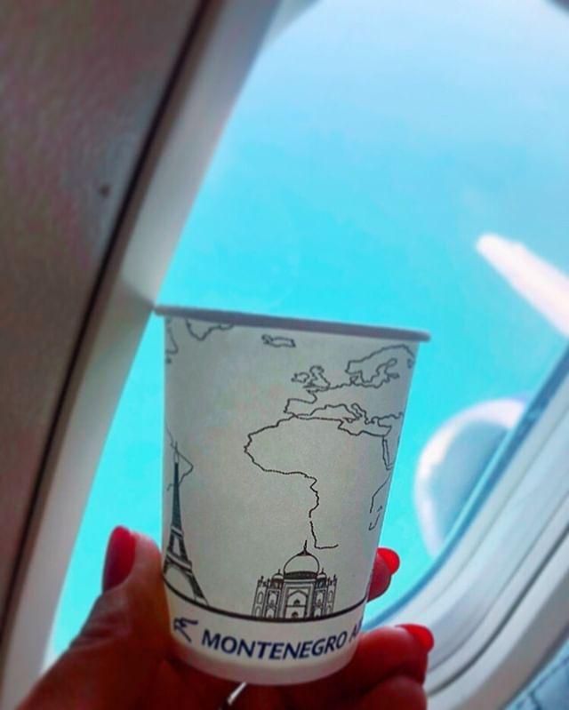 Montenego Airlines ukinuo upotrebu plastičnih čaša na letovima