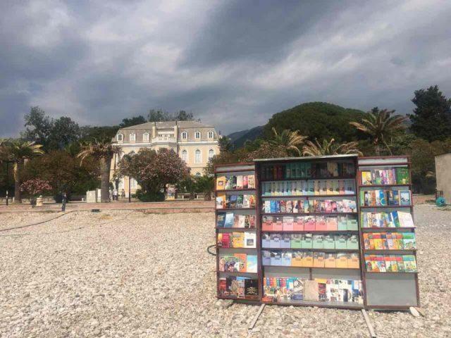 Otvorena je plažna biblioteka na topoličkoj plaži