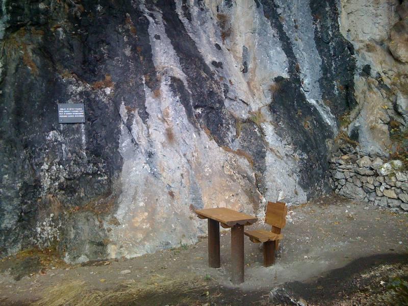 Simbol pismenosti i otpora: Učionica u pećini iznad Dobrilovine