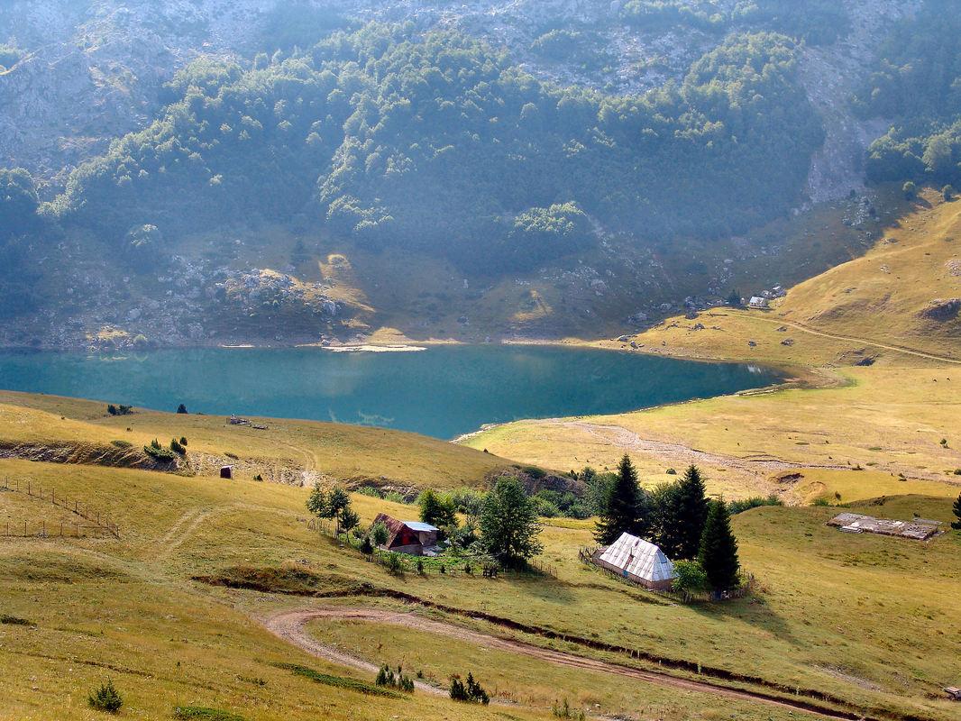 Divlja ljepota katuna u odsjaju Bukumirskog i Rikavačkog jezera