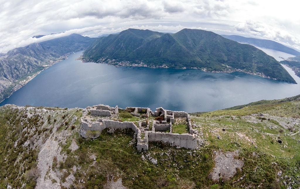 Pogled sa tvrđave Sv. Andrija i Peraška torta na kraju