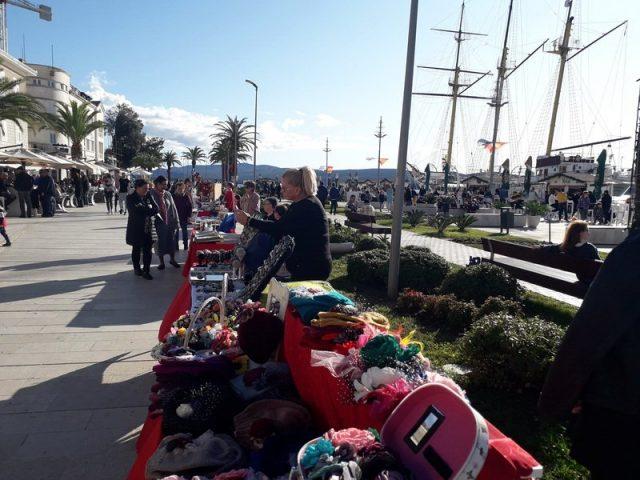 Sunčani Novogodišnji bazar u Tivtu