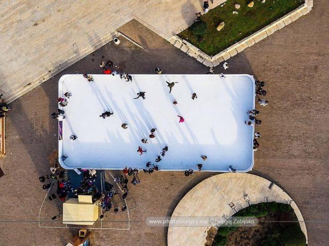 Žurka na otvaranju besplatnog klizališta u Baru