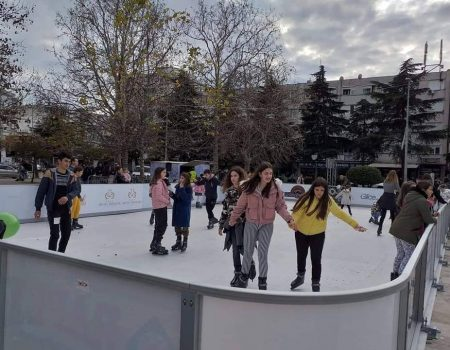 Zabava može da počne: Otvoreno klizalište u Baru