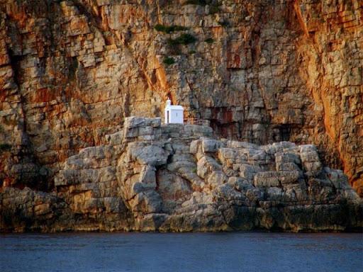 Crkva – svetionik čuva pomorce u Grblju
