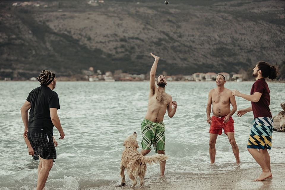 Ni hladno more ne smeta: Picigin u slikama