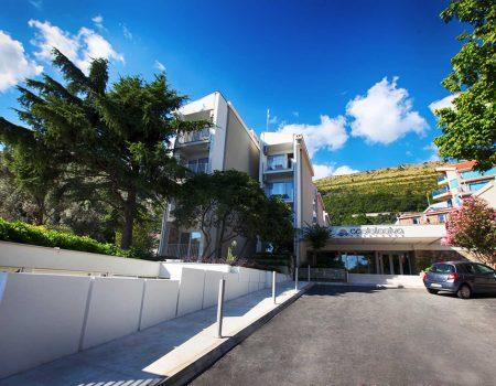 Solidarnost u doba korone: Crnogorski hoteli pretvoreni u karantine