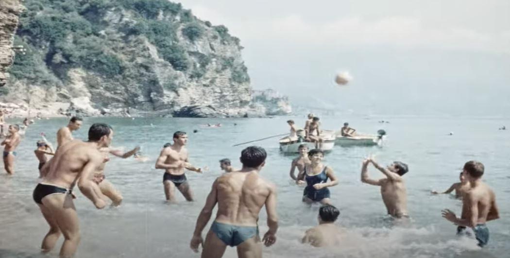 Dobro došli u Budvu 1963. godine! 🏖️