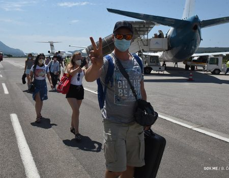Na tivatski aerodrom danas stiglo 153 putnika iz Ukrajine