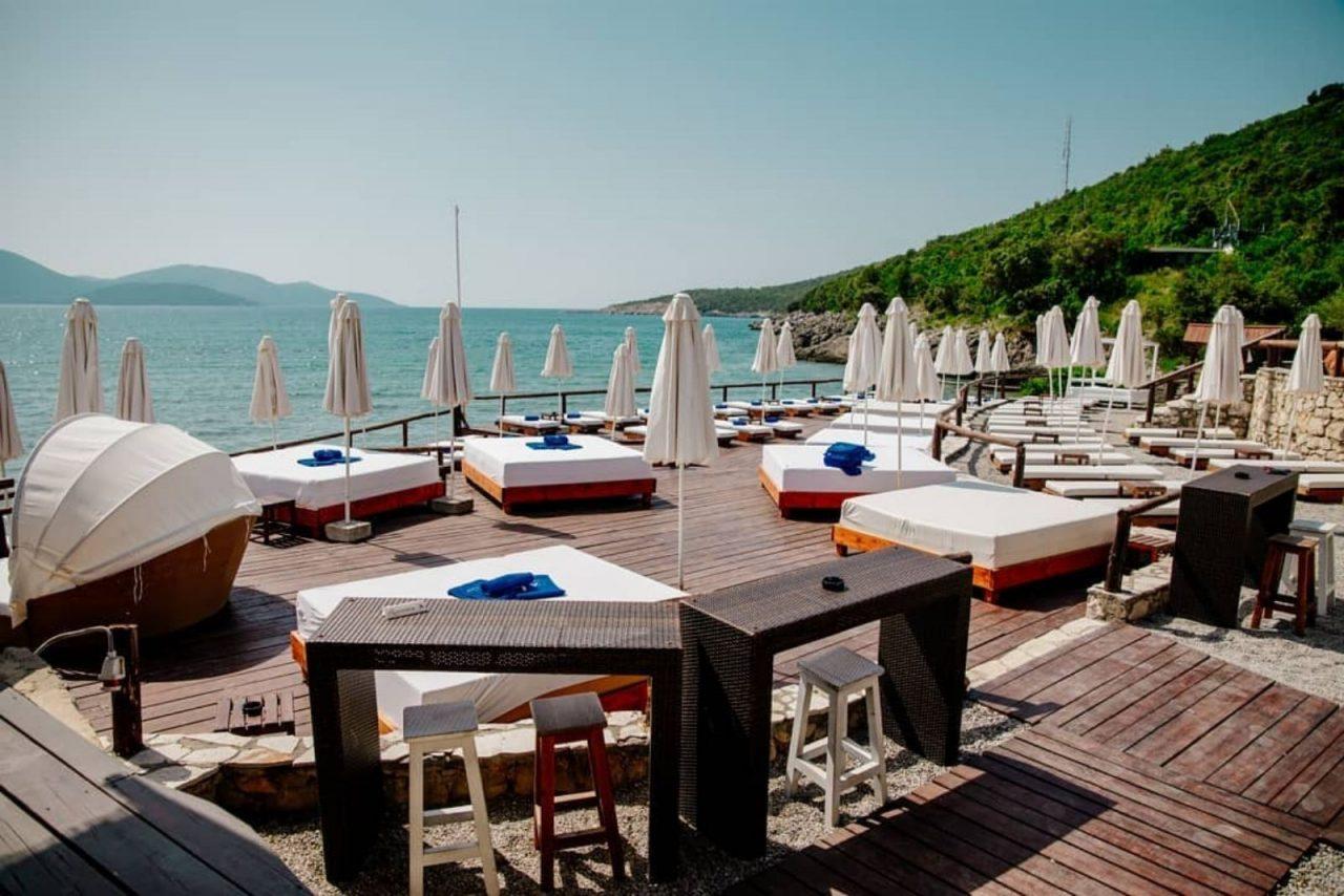 Dobro došli na novu pješčanu plažu – Almara by Luštica Bay na Oblatnom!