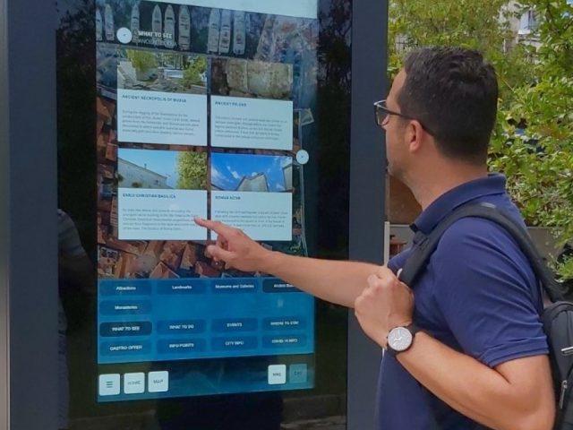 U Budvi postavljen interaktivni info totem