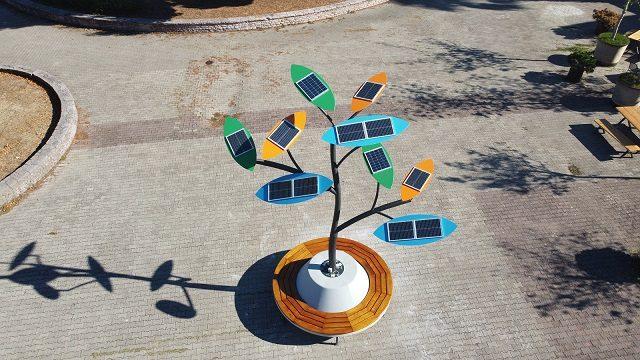 Postavljeno solarno stablo u Baru