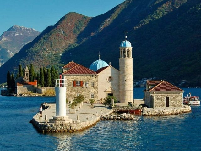 Ostrvo Gospa od Škrpjela jedinstveno po svojoj istoriji i ljepoti