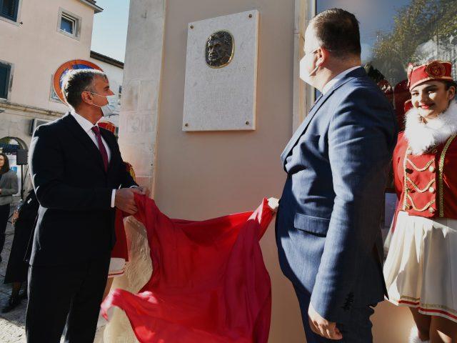 Herceg Novi: Zuko Džumhur dobio spomen obilježje, obnovljena i ploča kralju Tvrtku I