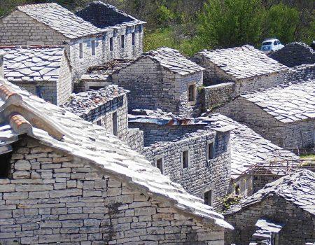 Orjensko selo Žlijebi: Zlatna groznica, kišna odijela i orkestar