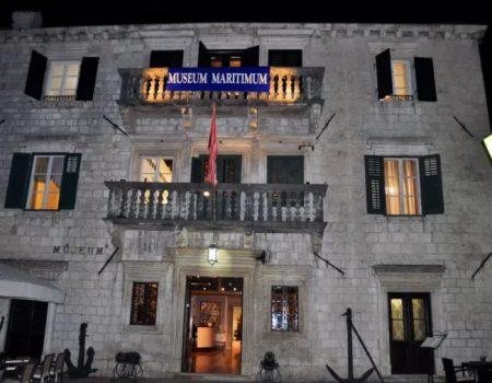 "Pomorskom muzeju Crne Gore oznaka ""Safe Travels"""