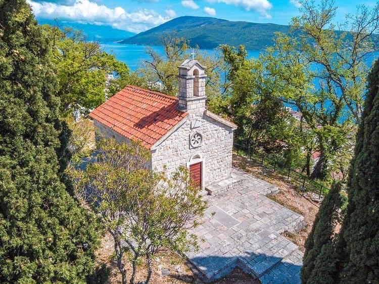 Skrivena mjesta Novog i burna istorija crkve Sv. Ane