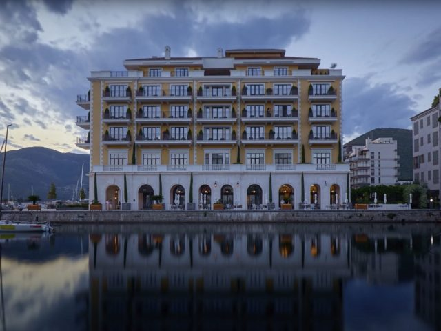 """Tivat: Hotel Regent u akciji """"Sat za planetu"""""""