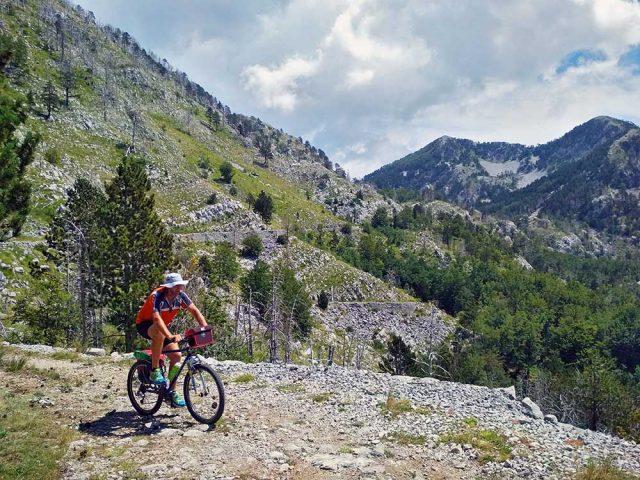 Biciklom po Orjenu: Doživite život u kršu