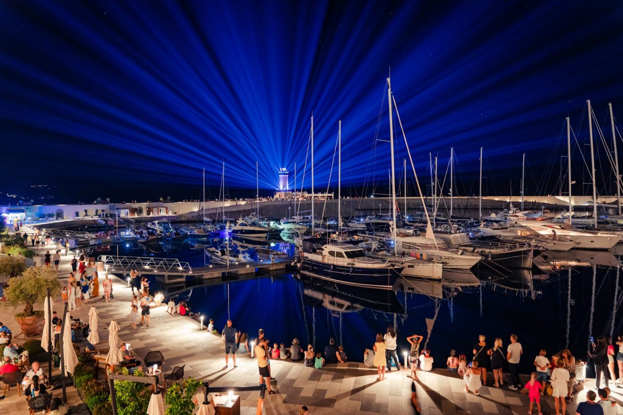 Luštica Bay: Svjetlosni šou utorkom, četvrtkom i subotom