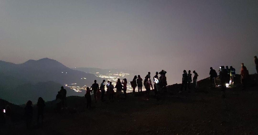 Pohod na Vrsutu u noći punog Mjeseca i iznenađenje na vrhu
